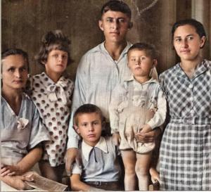 Michail F. Jarmosch vor dem Krieg im Kreise seiner Familie