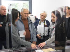 Besuchergruppe in der ständigen Ausstellung