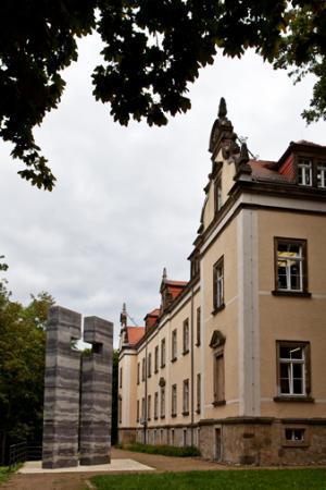 Gedenkstätte Pirna-Sonnenstein mit der Gedenkanlage, 2013, Jürgen Lösel, Dresden