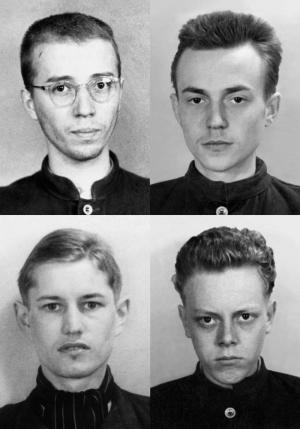 """Politische Häftlinge des """"Gelben Elends"""" (1950): Walter Kempowski, Harald Knaußt, Benno von Heynitz, Jochen Stern (v. l. n. r., © JVA Bautzen)"""
