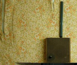 Lautsprecher in einem ehemaligen Besucherraum der Stasi-Sonderhaftanstalt Bautzen II (© Stiftung Sächsische Gedenkstätten)