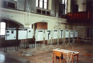 Ausstellung zu den NS-Krankenmorden in der ehemaligen Anstaltskirche auf dem Sonnenstein, 1993