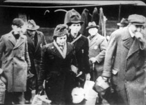 Dresdner Juden auf dem Weg zum Judenlager Hellerberg (Dresden)